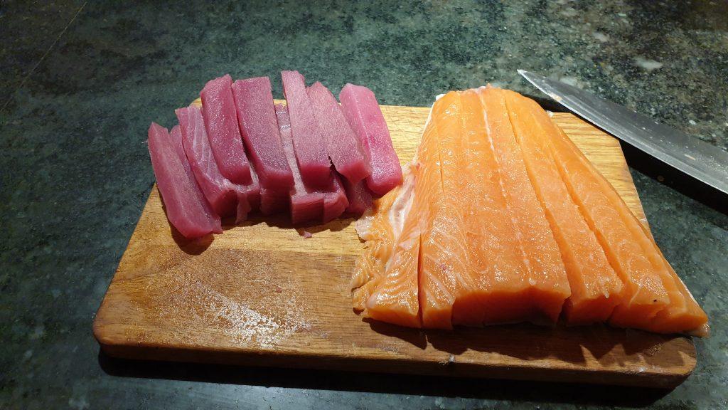 salmon y atún en tiras